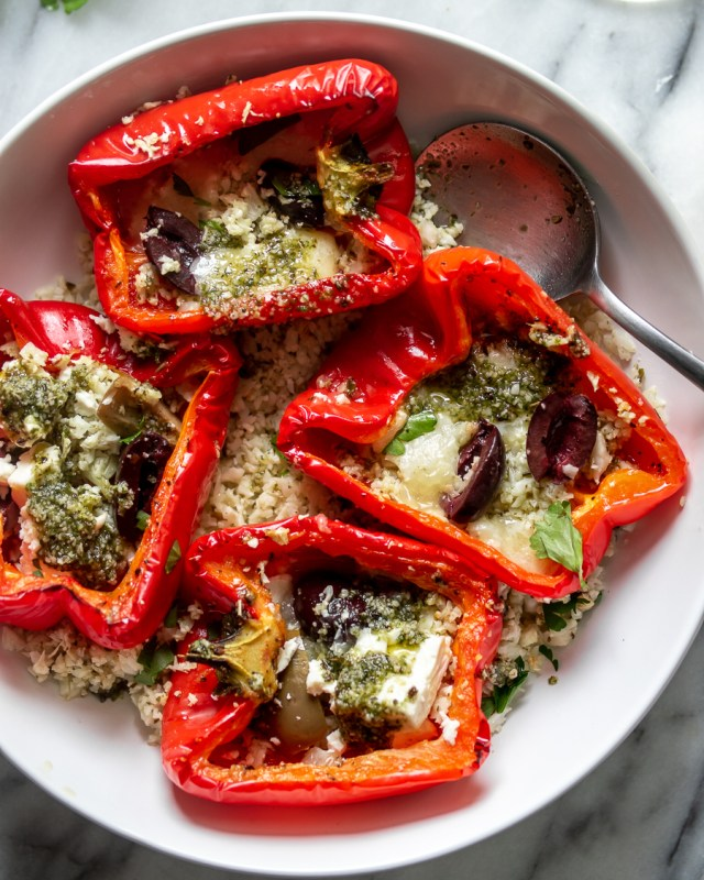 Mediterranean-Roasted-Red-Peppes-Pesto-Cauliflower-Rice